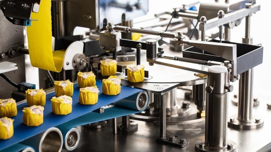 安口會針對機械與食品拍攝明亮清晰照片作為網路行銷素材。