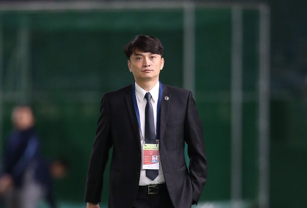 退役職棒球星勤練英語,馮勝賢要將台灣職棒推向國際
