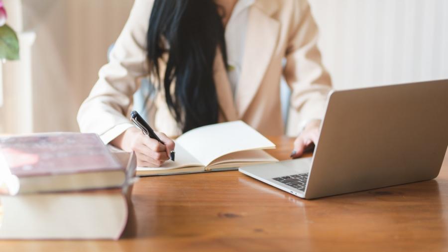 防疫不出門期間,線上學習工具可滿足轉職、求職等進修需求。(來源/Pexels)