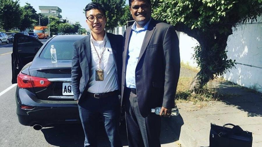 進入跨國公司後,許翔輝與來自世界各地的客戶、同事共事。