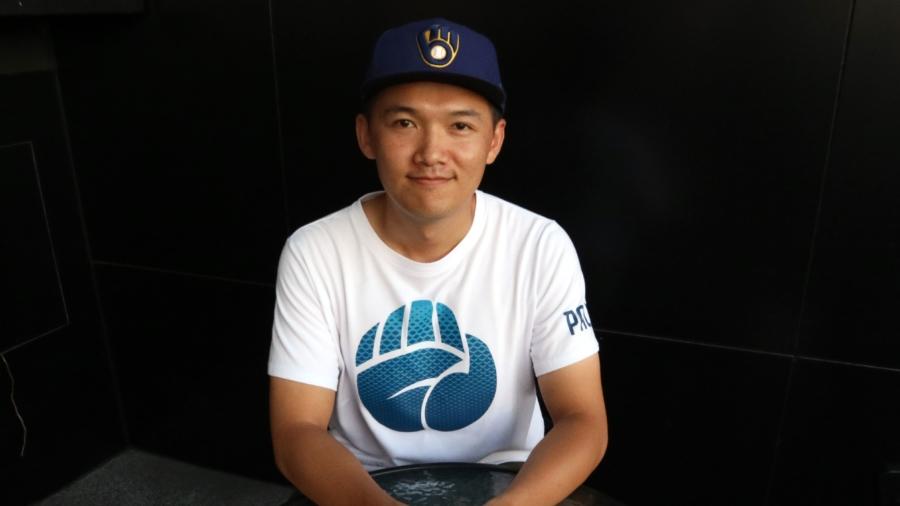 過去曾任工程師的鄭毓倫,在2019年底正式宣布轉職為全職YouTuber。(攝影/林郁宸)